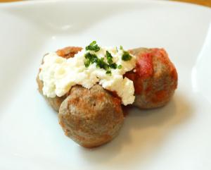 馬ボールのトマト煮込み